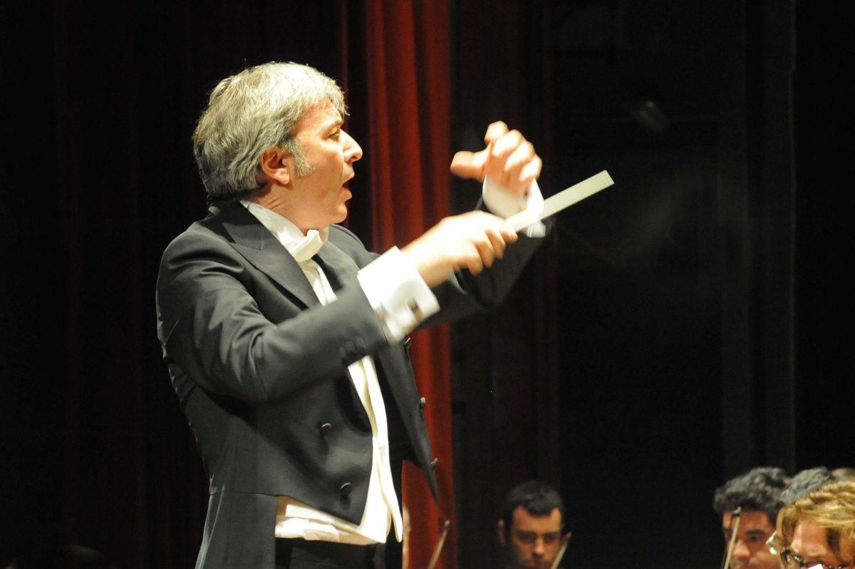 Dirigendo la Filarmonica del Festival