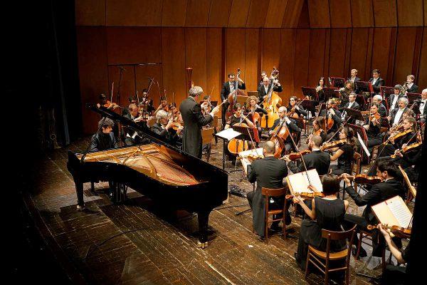 La Filarmonica e Federico Colli al Sociale